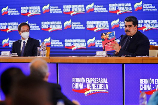 Handout photo released by the Venezuelan Presidency showing Venezuela's President Nicolas Maduro and Chinese Ambassador in Venezuela Li Baorong (L) during a meeting with Chinese business representatives in Caracas, Nov. 6, 2020. Credit: AFP