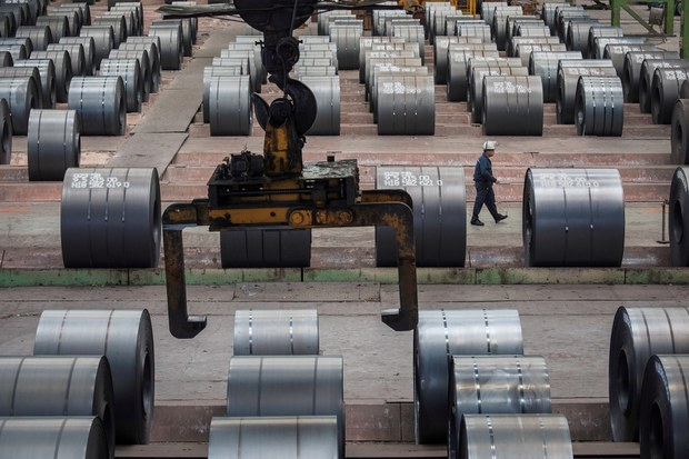 China Presses Steelmakers to Cut Production