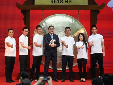 Xu Lei (C), retail chief executive officer of Chinese e-commerce giant JD.com, poses for photos during a ceremony to mark company's listing on the Hong Kong stock market, at JD.com's headquarters in Beijing, June 18, 2020.