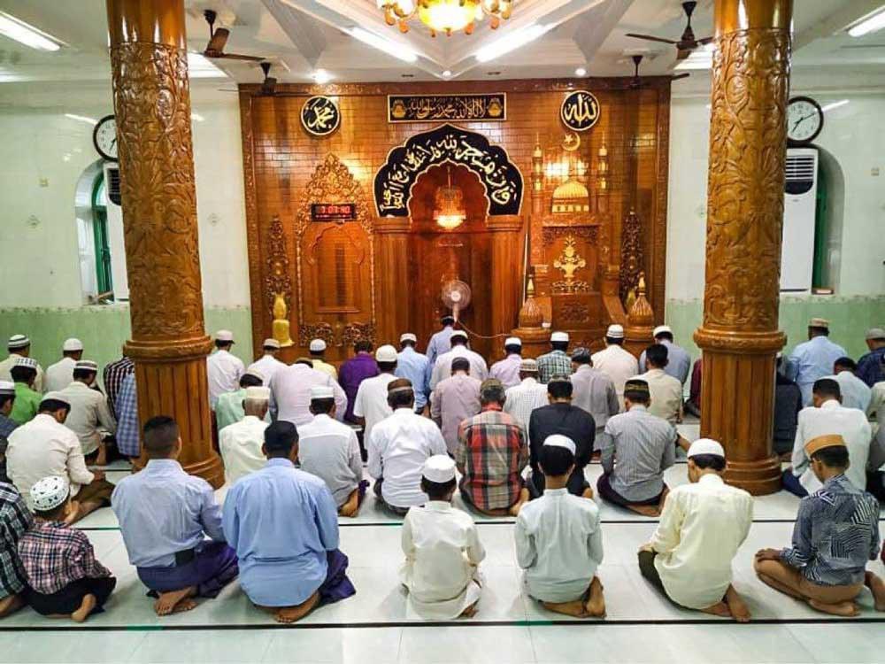 Muslims in Hlegu, Yangon Region, celebrate Eid al-Fitr with prayers. (RFA)