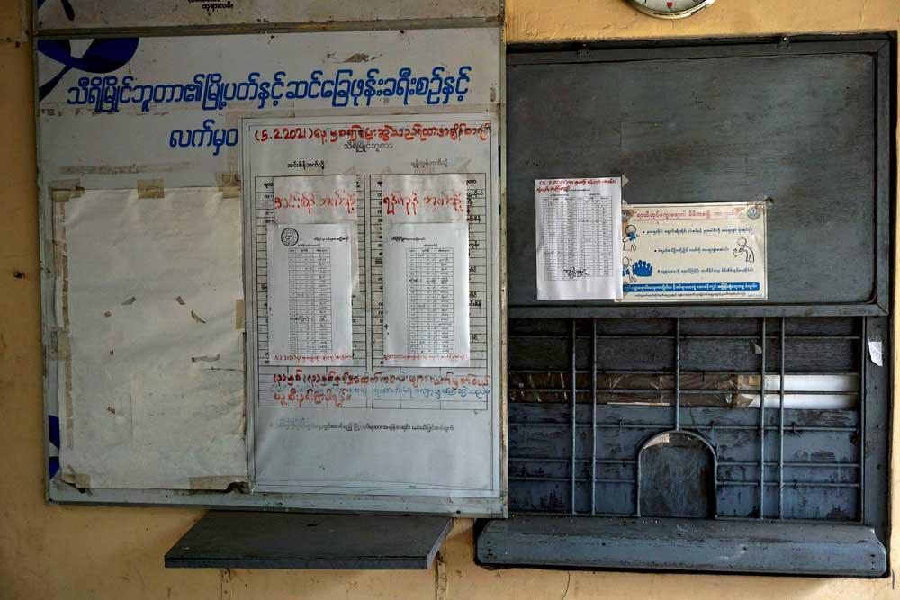 The makeshift train schedule is posted at Thiri Myaing Station. (Myo Min Soe/RFA)