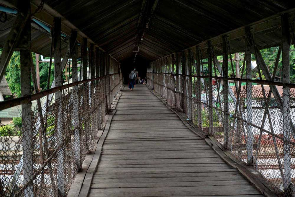 Now, places such as this overpass are nearly deserted. (Myo Min Soe/RFA)