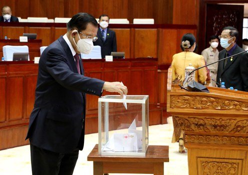 Cambodia passes law barring 'dual citizens' from top political jobs