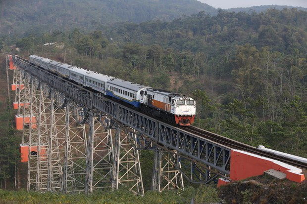 Indonesian Government to Dip Into State Coffers For Bloated Chinese-backed Rail Project