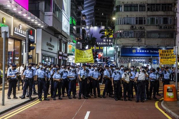 China Slams U.S. Visa Offer For Hong Kong, as Canada Warns Over Exit Bans