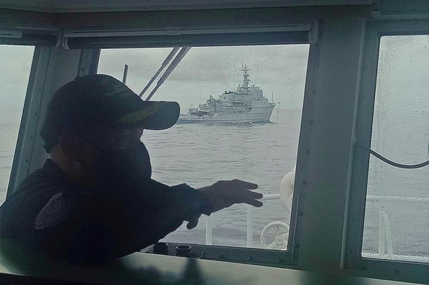 Philippine Coast Guard Challenges Chinese Warship in South China Sea