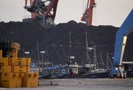 North Korean Traders Smuggle Coal to Power-Short China